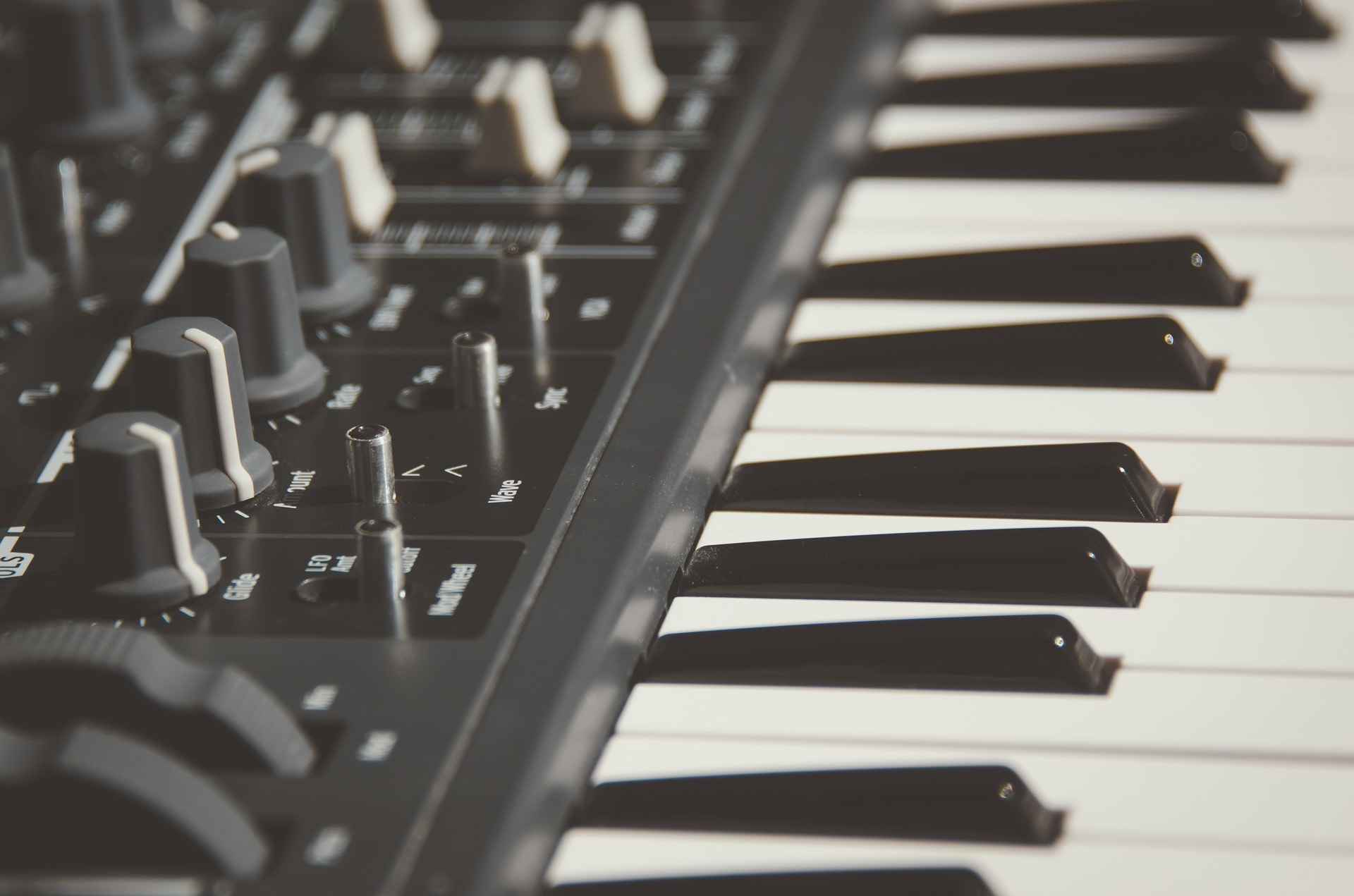 House Music Keyboard DJ Mixes